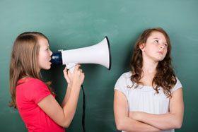 pierwsze objawy kłopotów ze słuchem